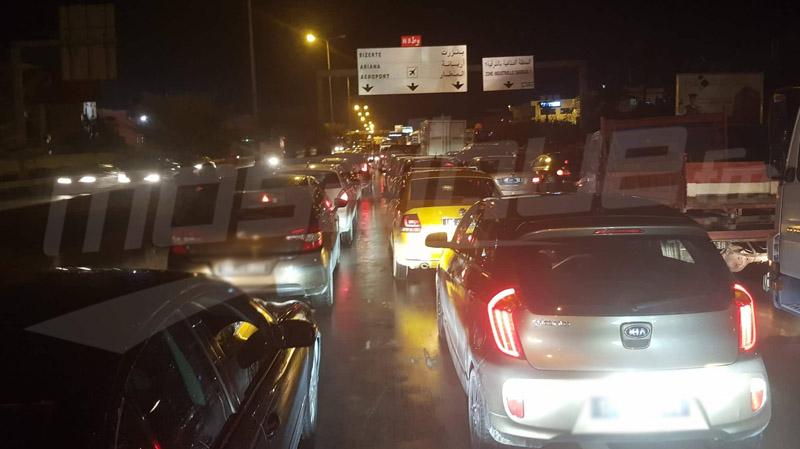 شلل تام لحركة المرور في إتجاه أريانة