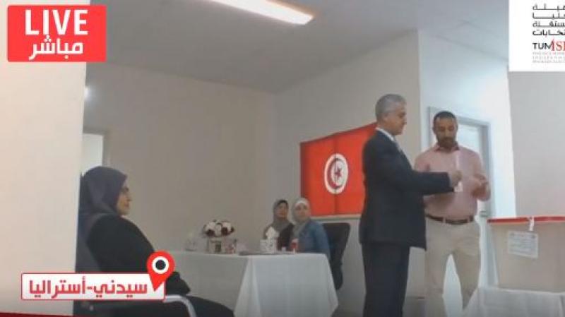بث مباشر لافتتاح أول مكتب اقتراع