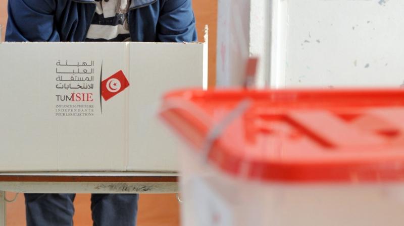 الرئاسية: التونسيون في الخارج يتوجّهون نحو صناديق الإقتراع