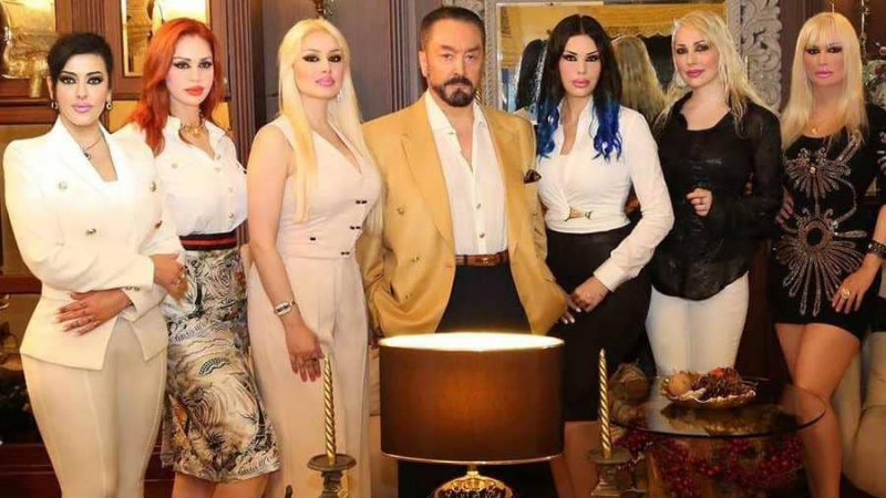تركيا تبدأ محاكمة 'الداعية' الراقص