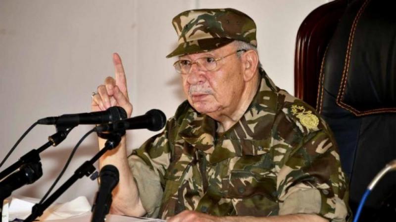 قائد الجيش الجزائري يمنع دخول العربات للمشاركة في الحراك الشعبي