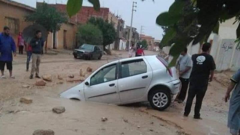 سبيطلة:'حفرة' تتسبب في غرق سيارتين