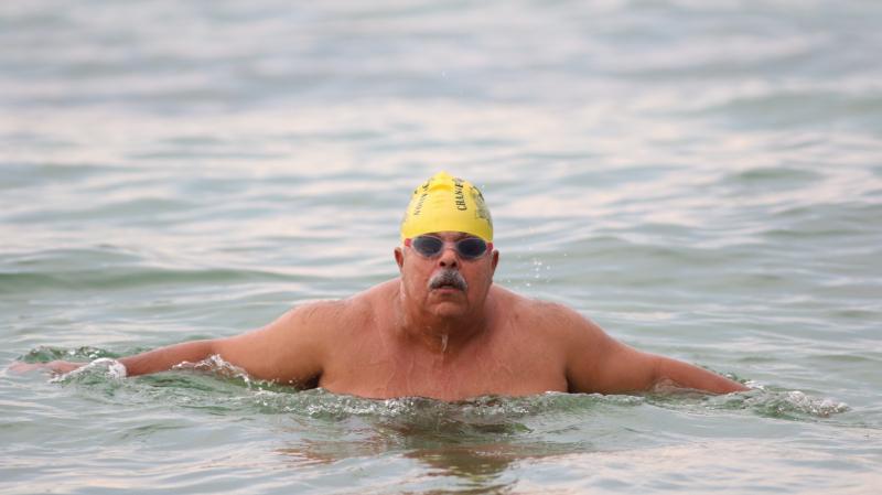 تكريم السباح التونسي نجيب بالهادي في أمريكا