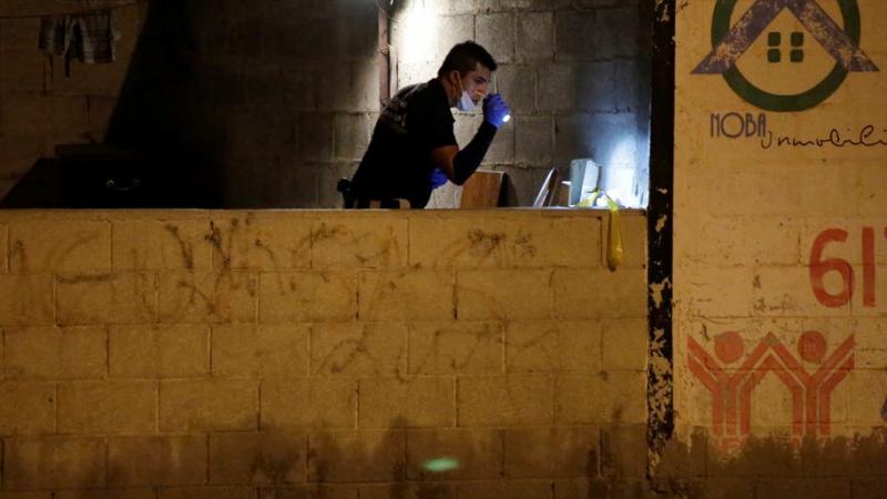 جريمة خلال مقابلة تلفزيونية: مقتل الضيف وإصابة الصحفي