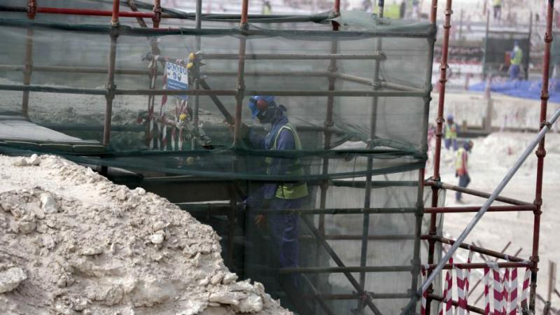 هيومن رايتس ووتش تطالب قطر بالتحقيق في وفاة العمال الوافدين