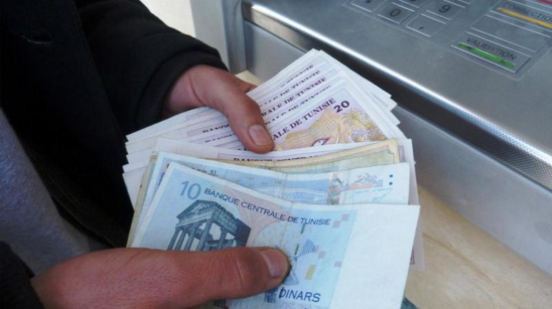 تراجع حجم إعادة تمويل البنوك يمنح الدينار فرصة للارتفاع