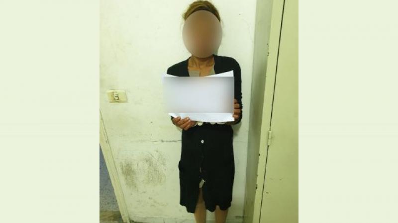 فتاة تعتدي على سيّدة بشفرة حلاقة في 'براكاج' !