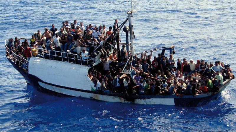 مركب قبالة السواحل الايطالية