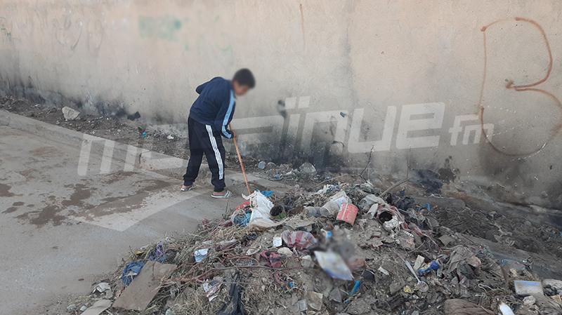 القصرين:اطفال يساهمون في تنظيف أحيائهم في عطلتهم الأسبوعية