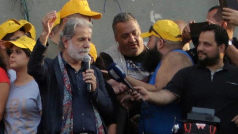 مارسال خليفة يصدح بصوته في قلب مظاهرات لبنان