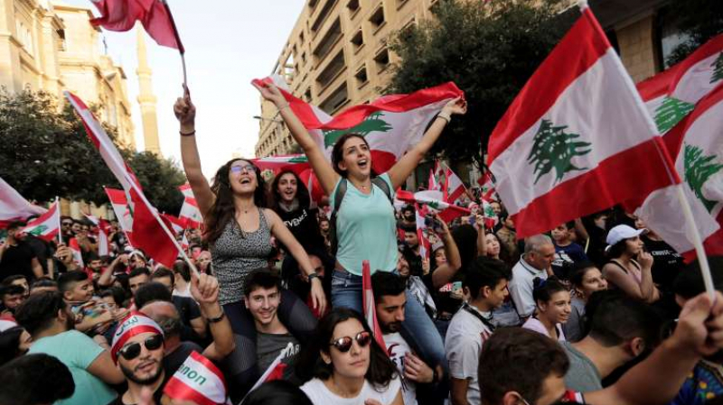 اللبنانيون يدعون للإضراب العام