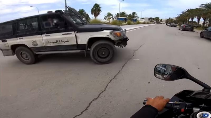 فيديو يظهر عون أمن يطلب من مواطن رشوة: الداخلية تفتح بحثا إداريا