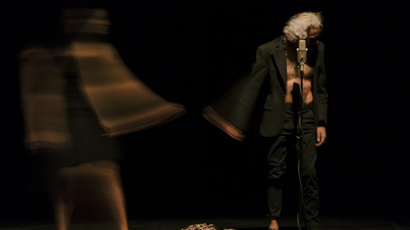 نعمان حمدة: مسرحية 'سكون' انعكاس للجسد والنفس على المرآة