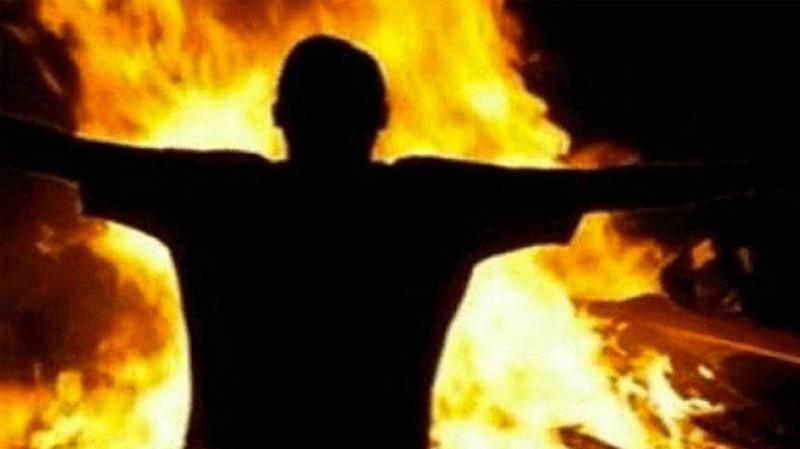 شاب يضرم النار في جسده أمام معتمدية القلعة الكبرى