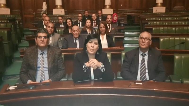كتلة الدستوري الحر تواصل اعتصامها في البرلمان