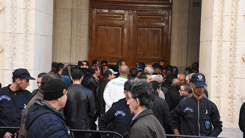 محاكمة وزراء بوتفليقة: فساد بملايين الدولارات