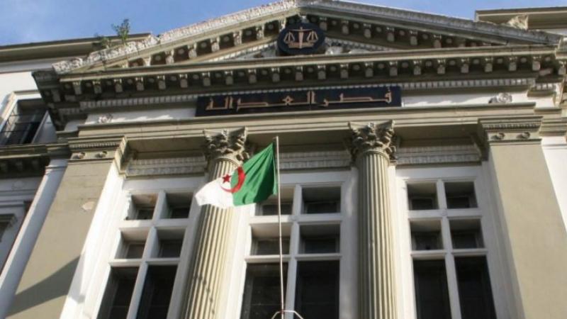 الجزائر: نجل مترشح للرئاسة أمام القضاء في قضية تبييض أموال