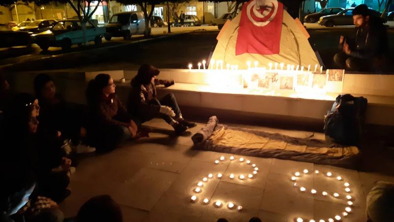 القصرين: إشعال الشّموع حدادا على أرواح ضحايا حادث عمدون