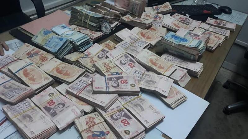 صفاقس: الديوانة تحجز 120 ألف دينار مخفية داخل شاحنة
