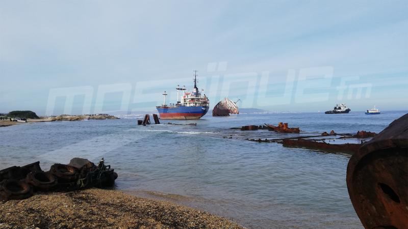 فشل محاولتين لسحب السفينة الطوغولية العالقة في شاطئ بنزرت