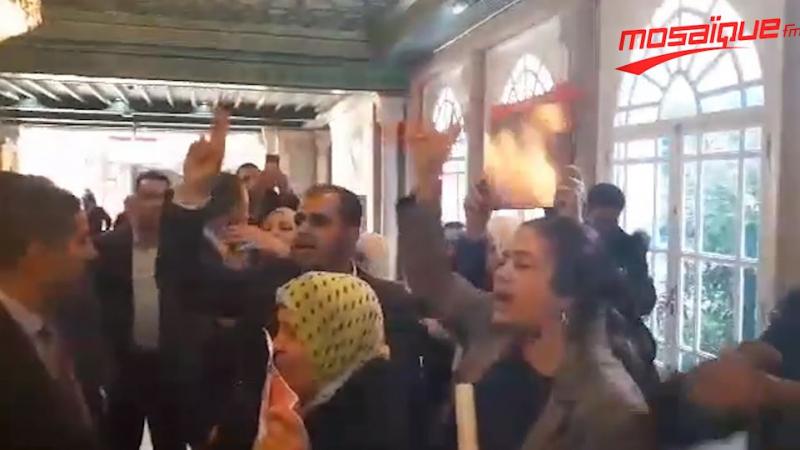 عائلات شهداء وجرحى الثورة ترفع شعار 'ديغاج' في وجه موسي