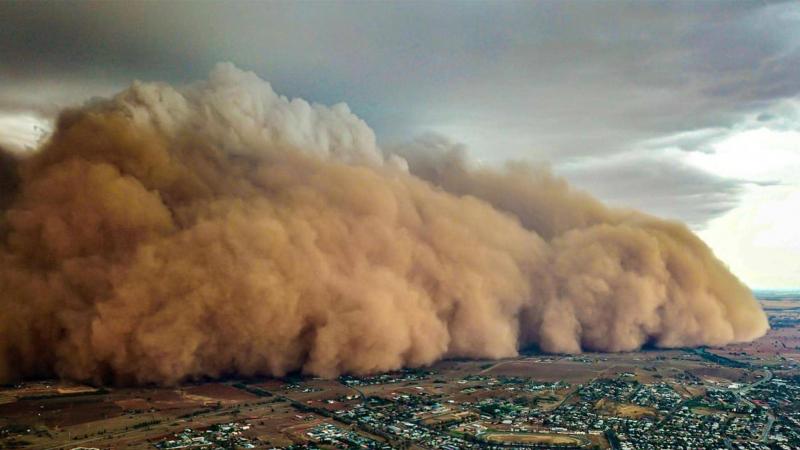 بعد الحرائق والأمطار: عاصفة ترابية تضرب استراليا