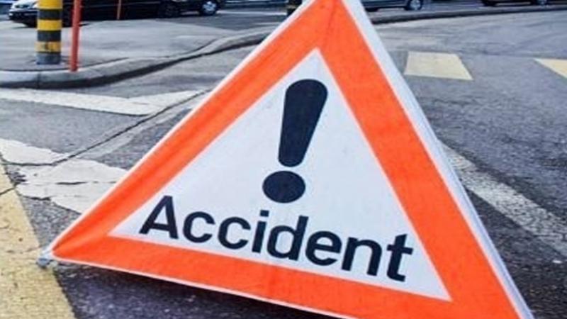 إصابة 12 شخصا إثر تصادم سيارتي أجرة