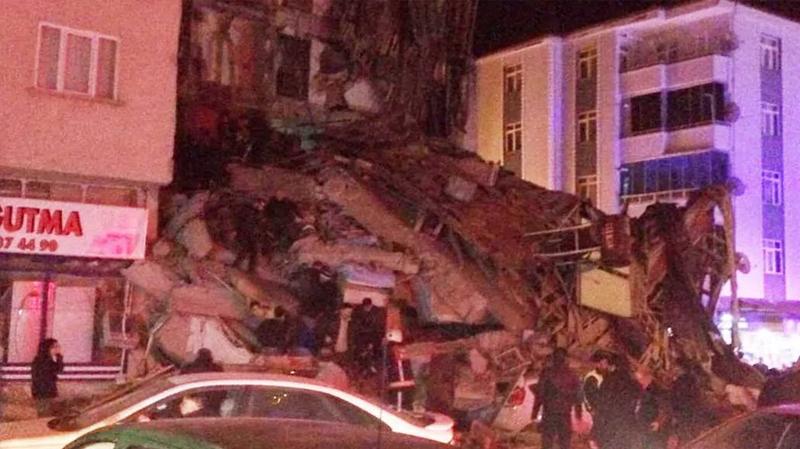 قتلى في زلزال قوي بتركيا