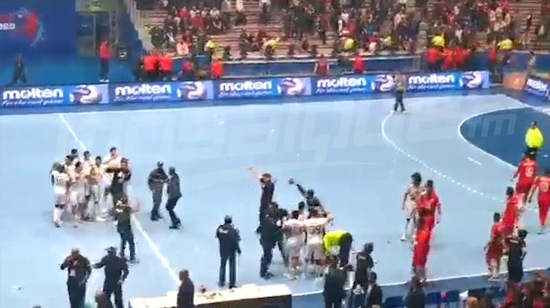 توقّف مباراة نهائي كان كرة اليد بسبب رشق القوارير