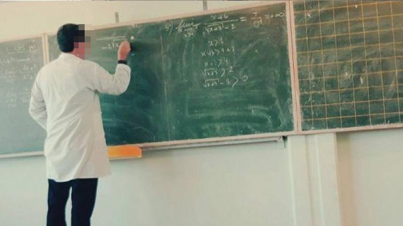ولي يعتدي على أستاذ أمام تلاميذه