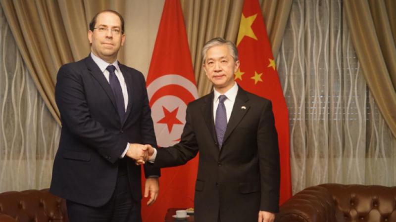 الشاهد في سفارة الصين للتعبير عن دعم تونس للصين في مكافحة فيروس كورونا