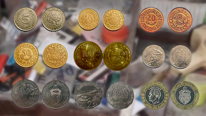 صفاقس: يستخدم القطع النقدية في صناعة المجوهرات
