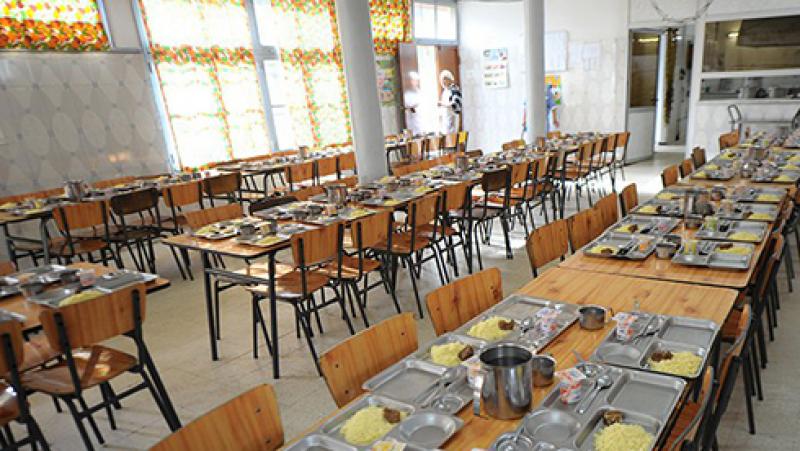 إتلاف دجاج مجمّد بمطعمي مدرسة المبيت ومعهد بماطر