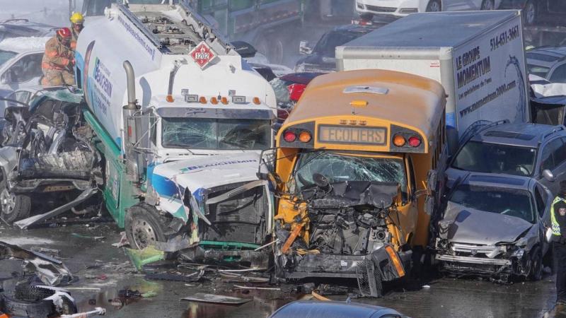 قتيلان وعشرات الجرحى في اصطدام أكثر من 200 سيارة وشاحنة