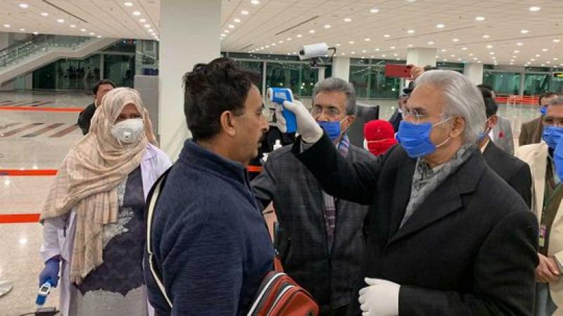 فيروس كورونا يحط الرحال في باكستان