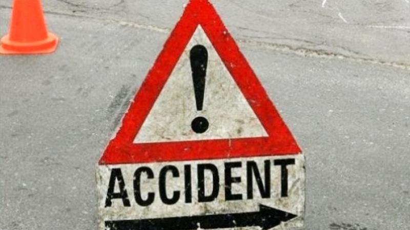 وفاة شخص وإصابة سبعة آخرين في اصطدام سيارتين
