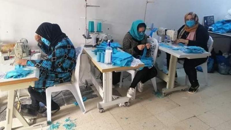 نساء قابس يتطوّعن لخياطة 400 كمامة يوميا