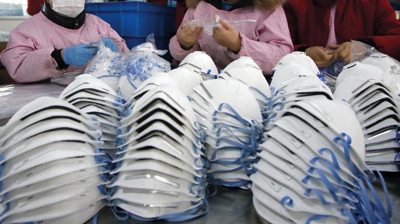 القلعة الكبرى: صاحب مصنع خياطة يتبرع ب 10 آلاف كمامة