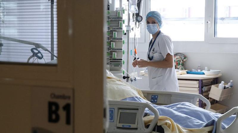 وزير الصحة: المباشرون للمرضى لا يعودون إلى منازلهم