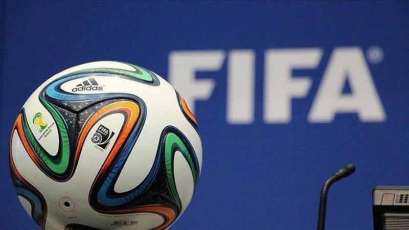 فيفا تطالب اللاعبين بالتخلي عن نصف أجورهم
