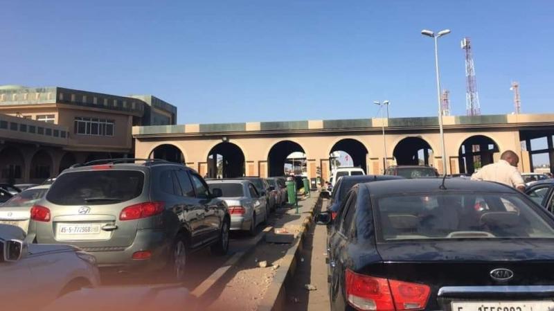 رأس الجدير: إجلاء أكثر من 70 تونسياً عائداً من ليبيا