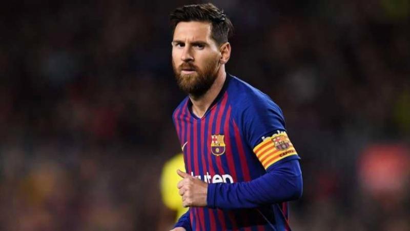 ميسي يضع حدا للانتقادات ويعلن خفض 70% من رواتب لاعبي برشلونة
