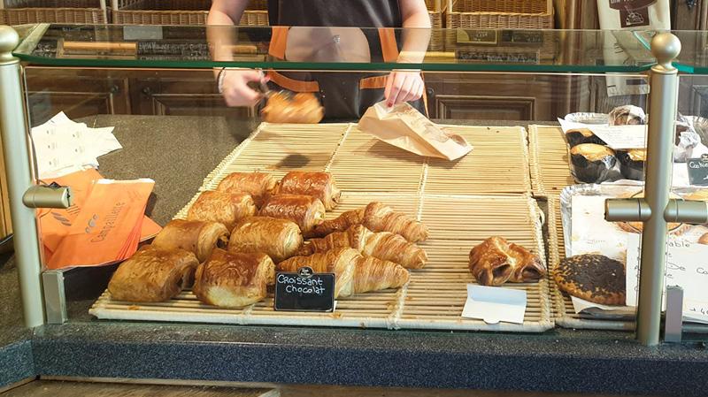 عاملة بمخبزة بالعوينة مصابة بكورونا: ''ظلمونا..''