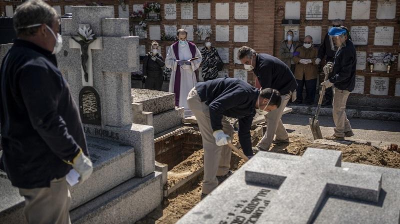 لليوم الثاني على التوالي: إسبانيا تسجل تراجعا في عدد الوفيات بكورونا