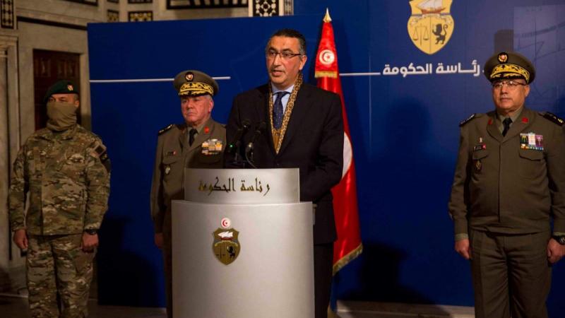 رئيس الحكومة يكرّم القيادات التي نفذت العملية الإستباقية في القصرين