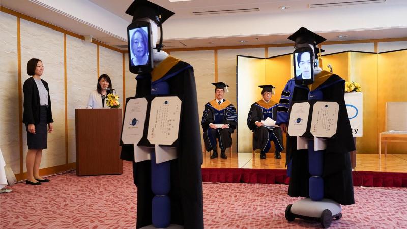روبوتات بدلا من الطلاب لتسلّم شهادات التخرج