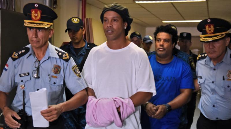 رونالدينيو يغادر السجن