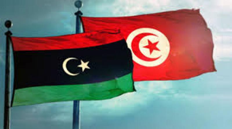 أكثر من 400 تونسياً عالقون بليبيا