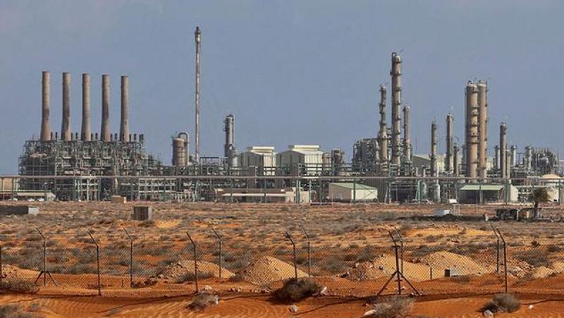تونسيون عالقون في الحقول النفطية الليبية يوجهون نداء استغاثة
