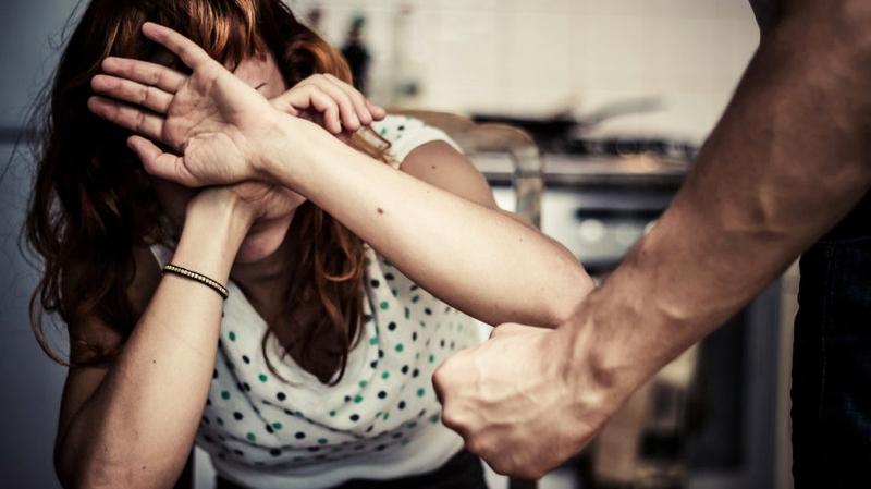 السحيري: 6693 إشعارا على الخط الأخضر حول حالات عنف ضد المرأة